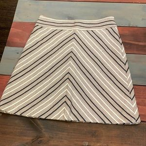 3 FOR $20 LOFT Woven Skirt with Lining Size 4
